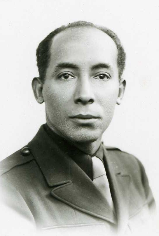 Louis Thomas ACHILLE en costume militaire sans insigne